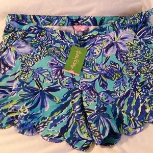Lilly Pulitzer 8 Blue Magnolia scalloped shorts